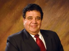 UH Energy Expert Michael Economides dies during international flight.
